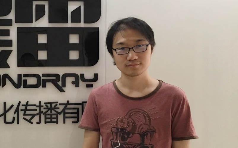 Sun Meng poses in front of his company Thundray's logo in Shanghai, July 27, 2016. Yin Yijun/Sixth Tone