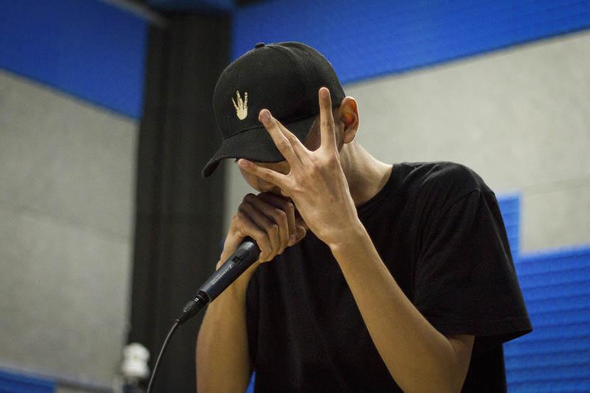 Arslan Adil gestures as he rehearses at a studio in Shanghai, Sept. 8, 2016. Darnell Gardner Jr./Sixth Tone